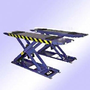Imagen de elevador de tijera para neumaticos. Esta imagen pertenece a Elevadores de Coches Automotive Lifts and Tools.
