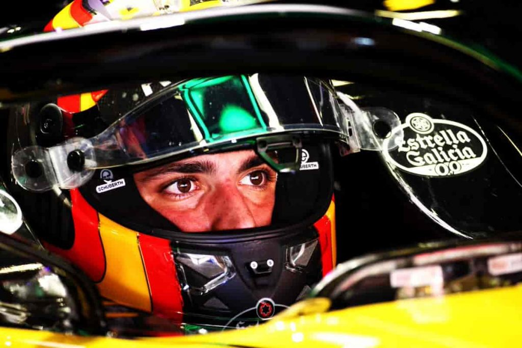 Carlos Sainz casco.
